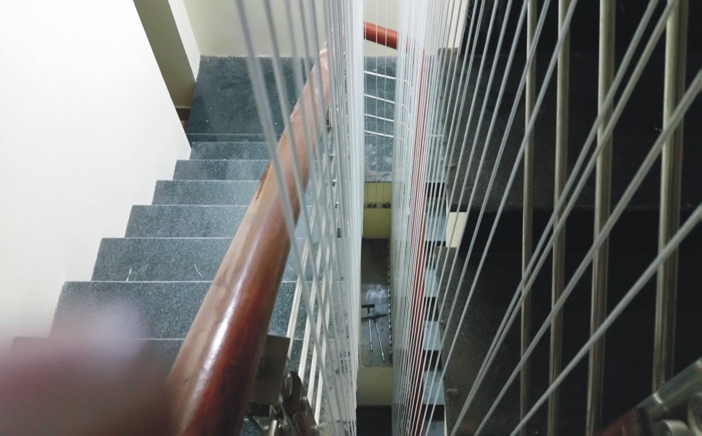 Lưới an toàn cầu thang tại hà đông