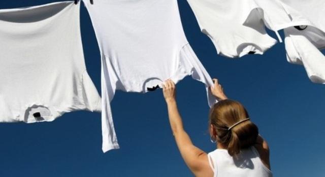 Mẹo phơi quần áo nhanh khô